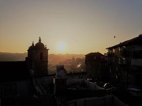 Blick vom Sé do Porto auf die Stadt im Abendlicht