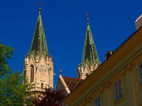 die neugotischen Doppeltrüme von Kloster Neuburg