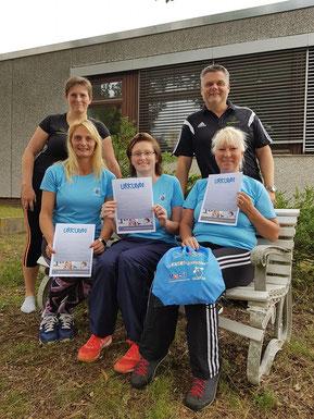vorn (v.l.): Anja Glawion, Larissa Mögenburg & Cornelia Schade mit den Trainern Christin Senf & Sven Munderloh