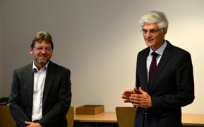 Dr. Johann Sjuts (rechts) dankte dem Bundestagsabgeordneten Markus Paschke für seine offenen Worte. Foto: Reske