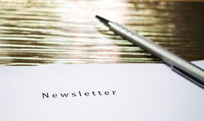 Mitteilungen auf der Homepage, über Newsletter oder soziale Medien