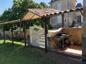Auvent de la piscine du Château La Hitte Vignoble AOC Buzet en France