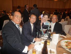 右より橋口社長のお兄様,第一コンサルタンツに勤務している3女の理彩ちゃん,私,橋口社長