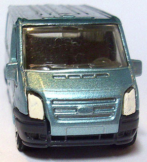 Matchbox Ford Transit 2006 lightblue 1:64 Frontansicht