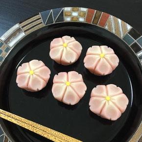 「里桜」鶴屋吉信製