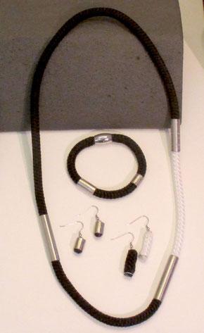parure bijoux en corde blanche et noire, tube inox, fermoir aimanté inox