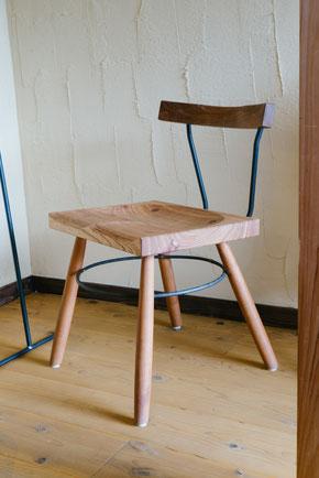 木とアイアンの椅子