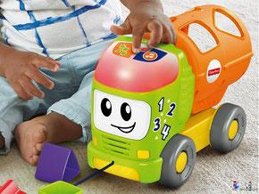 Wenn die Knöpfe gedrückt werden und der Laster rollt, ertönen aufregende Melodien, Geräusche und Sätze beim Babys bunter Lernlaster
