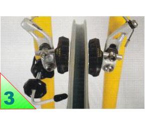.../.. Ces rayons sont donc plus courts et plus tendus que les rayons opposés. Pour repérer le voile de la roue, servez-vous des patins de freins ou éventuellement d'un outil index à fixer sur le cadre