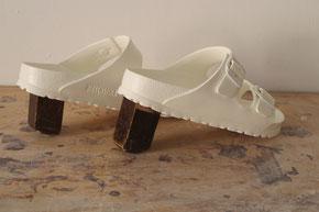 "Eva Hradil, ""Hintere Sesselbeine"" oder ""Allrounder"", 2017; Kunststoff-Schlapfen, Nussholz aus dem Historismus; ca.  13 x 27 x 20 cm"