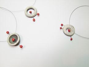 trois colliers collection miro en céramique raku