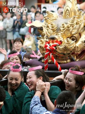 江戸神社奉賛会(旧神田市場) 女性だけで担がれる獅子頭の宮入渡御:5月14日(日)