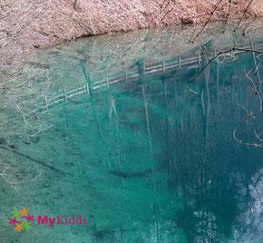 Blaues Wasser im Blautopf