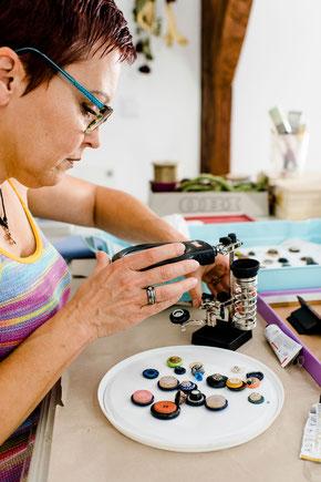 Mit viel Liebe gefertigte Ringe - Upcycling aus Knöpfen. Verschiedene Stile: Vintage, Modern, Klassisch, ... Jedes Stück ein individuelles Einzelstück.