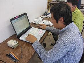 分析結果をパソコンに集計します。