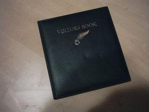 Bitte tragen Sie sich in unser Gästebuch ein