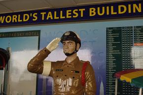 なぜか、タイにまつわる展示スペースが。写真は警察官だと思います