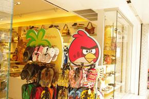 チェンマイで見つけたアングリーバードのキャラクターグッズ。バンコクをはじめタイでは、日本を凌ぐ人気です。