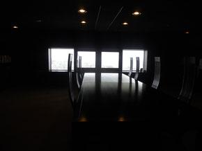 秘密の隠れ家(?)に行ってきました♪大きな机と素敵な椅子、そして静かな空間。もっと頻繁に来たいなー