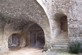 Intra muros (Ranchain) Maison complétée et nettoyée des élément inesthétiques (sacs, chaises, tuyaux et materiel éléctrique).