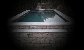Piscine Pierre et béton #pisicinebeton #piscinemozaique #sylvainserrano #béton création