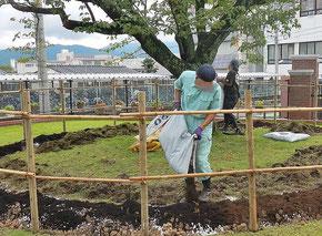 土壌改良剤すき込み中