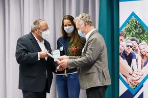 Prof. Teichert (Rektor EAH), Dr. Fred Grunert (Vorstandsmitglied IGJS), Pia Reinfeld (Masterstudentin Medizintechnik)