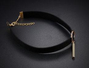 Choker Halskette mit goldenem Stiftanhänger jetzt bei My Bijouterie einkaufen.