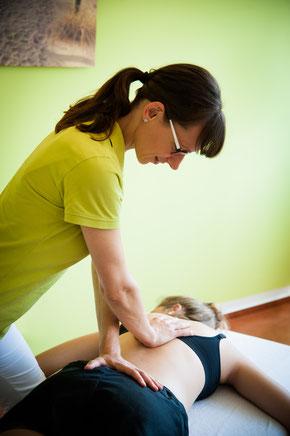 Osteopathie Behandlung Rücken Carola Novak