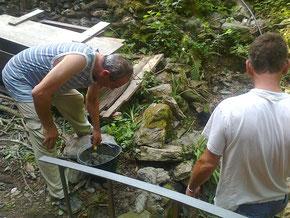 Zio Leo e zio Sergio si dedicano al ponticello
