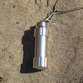 Outdoor Feuerzeug SolidBoon mit Halsschlaufe