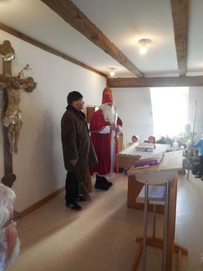 Knecht Ruprecht mit Rute und schweren Ketten als Gehilfe des Nikolauses