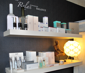 kosmetikstudio-nagelstudio-by-maica-frau-schönheit-nageldesign-kosmetikbehandlung-Kosmetik