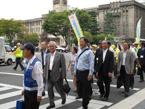 「秋の全国交通安全運動スタート式」が開催、当協会からは、金井清治会長、荒木律也副会長および事務局等関係者が参加。