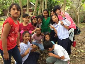 日本からきたボランティアの皆さんと楽しく 交流しながら植林しました!