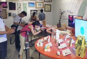 石垣島の伝統工芸品やアート作品の展示を行っている台湾EXPO(提供写真)=8日、台湾台東県