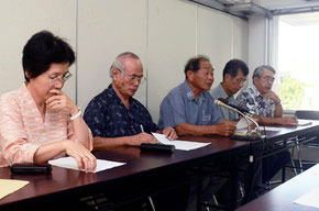 「軽はずみで絶対許せない」など、中川文科大臣発言に批判が続出した会見=石垣市役所