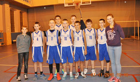 Выборгские баскетболисты с тренером Г. Коляго