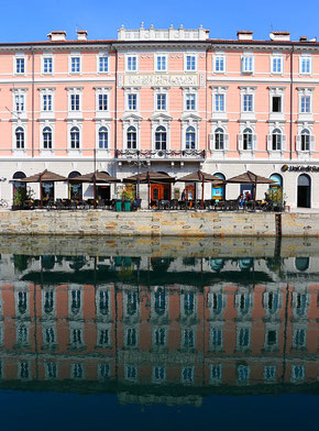 Spiegelung am Canale Grande in Triest