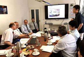画像はRöhr + Stolberg社における、同社と東ソー社との特殊(臭素運搬用)コンテナに関するミーティングの様子