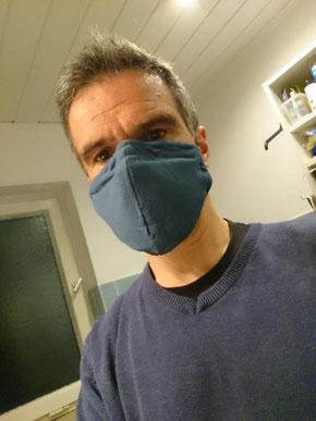 Als ACT-Verhaltenstherapeut bin ich selbst ins Handeln gekommen und habe begonnen, mir Gesichtsmasken zu nähen und sie auch aufzusetzen sobald ich einkaufe