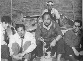 環境開発センター時代の田村明(写真左)