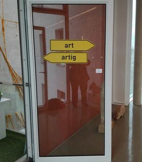 art, artig, Installation, Schwabach, Stadtmuseum,  Eva, Töchter, Verkehrsschild, gelb,