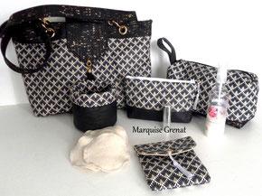 photo-ensemble-sac-a-main-trousse-de-toilette-trousse-a-maquillage-paniere-pochette-nomade-a-lingettes-biologique-motifs-ecaille-noires-fond-blanc-liege-noir-et-or-lin-noir