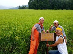 営業代理店契約を結んだここラボ代表の宇野とライスファクトリーナカムラの中村社長と上野部長