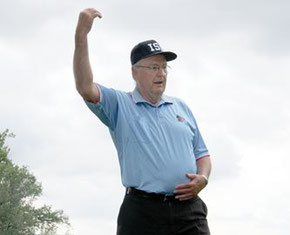 Nella foto Bruce Bierman eletto nella Hall of Fame del softball canadese nel 2015