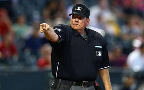 Nella foto l'umpire Hunter Wendelsted (USATSI)