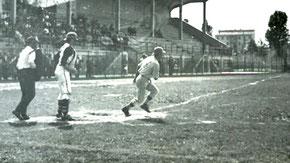 Nella foto una partita di baseball al Giuriati di Milano