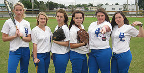 Una foto della Broward College Softball Team