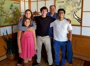 Federico con la famiglia ospitante al completo